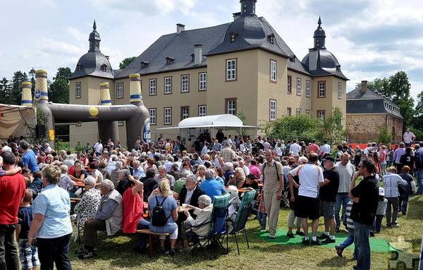 """Malerische Kulisse der althergebrachten Festivitäten ist das barocke Eickser Wasserschloss, im Volksmund """"Burg"""" gennant. Archivfoto: pp/Agentur ProfiPress"""
