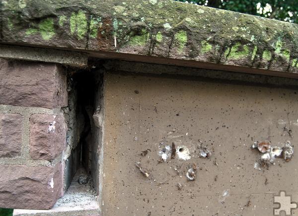 Die Metalldiebe hinterließen Löcher und ein verschobenes Mauerstück. Foto: Renate Hotse/pp/Agentur ProfiPress