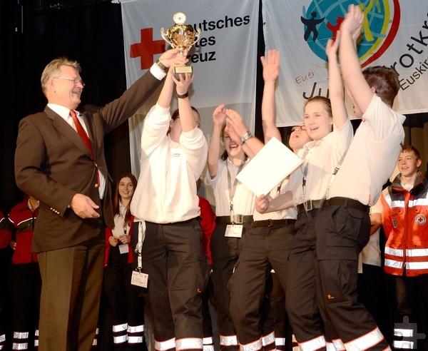 Große Freude und Jubel beim Siegerteam der Bereitschaften, der Mannschaft aus Kall. Foto: Sarah Winter/pp/Agentur ProfiPress