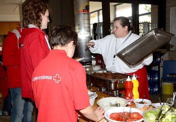 Gaby Weinand und ihr erprobtes Küchenteam sorgten wieder einmal für das leibliche Wohl aller Teilnehmer. Foto: Sarah Winter/pp/Agentur ProfiPress