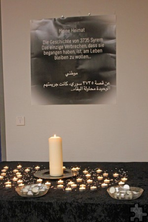 Für 3735 Syrer, die auf der Flucht gestorben sind, wurden Kerzen entzündet. Foto: Alice Gempfer/pp/Agentur ProfiPress