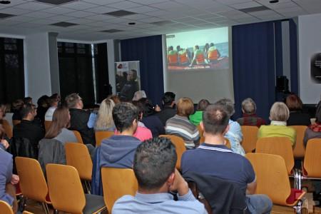 70 bis 80 Menschen waren in das Pfarrzentrum St. Martin in Euskirchen zur Filmvorführung gekommen. Sie waren sehr ergriffen. Foto: Alice Gempfer/pp/Agentur ProfiPress
