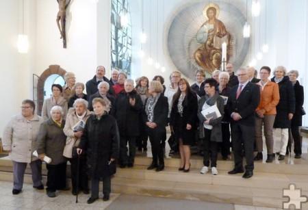 33 Jubilare kamen in der Pfarrkirche St. Nikolaus in Kall zusammen. Bei ihnen ist es schon 50 bis 80 Jahre her, dass sie ihre erste heilige Kommunion empfangen durften. Foto: Fred Müller/pp/Agentur ProfiPress