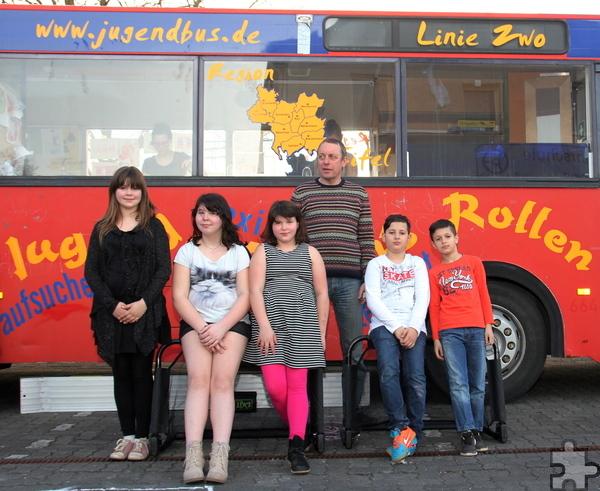 Jeden Donnerstag treffen sich Kinder im Jugendbus Linie Zwo am Kaller Pfarrheim. Foto: Thomas Schmitz/pp/Agentur ProfiPress