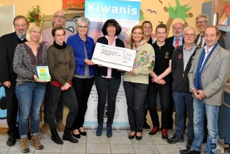 Der Kiwanis Club Nordeifel verteilte auch in diesem Jahr eine stattliche Spendensumme an Vereine und Einrichtungen, die wertvolle Jugendarbeit leisten. Foto: Renate Hotse/pp/Agentur ProfiPress