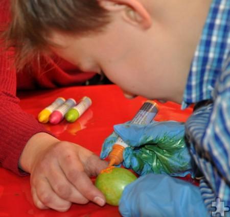 Einige Kinder zauberten echte Kunstwerke auf die Deko-Eier. Foto: Reiner Züll/pp/Agentur ProfiPress
