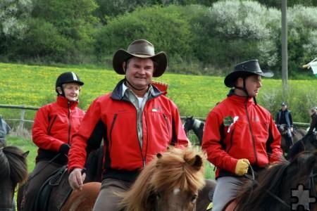 Mechernichs Bürgermeister Dr. Hans-Peter Schick und Landrat Günter Rosenke – hier zu Pferde – gehören zu den regelmäßigen Pilgern beim Kallmuther Mairitt. Archivfoto: pp/Agentur ProfiPress