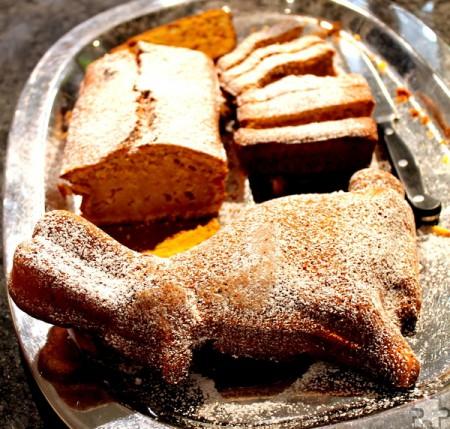 Leckeren Möhrenkuchen hatte Ernährungsberaterin Melanie Frey für die Osteraktion gebacken. Foto: Reiner Züll/pp/Agentur ProfiPress