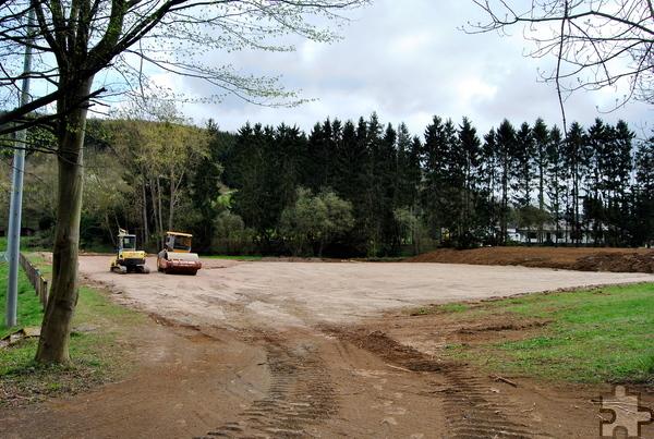 Neben dem vorhandenen Sportplatz wurde bereits mit dem Bau eines kleineren Tennenplatzes für das Training begonnen. Foto: Renate Hotse/pp/Agentur ProfiPress
