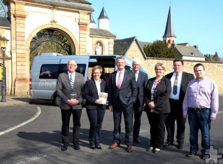 Auch das malerische Kloster Steinfeld fährt der Wanderbus vom 14. April bis 5. November insgesamt achtmal täglich an. Am Montag wurde das Projekt vorgestellt. Foto: Thomas Schmitz/pp/Agentur ProfiPress