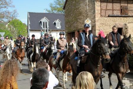 Noch vor wenigen Jahren nahmen beim 55. Georgsritt 400 Pferde und Reiter und über 3000 Fußpilger teil. Seitdem herrscht leider nicht nur Teilnehmer- sondern auch Helferschwund. Eine große Sympathie- und Engagements-Kampagne soll dem entgegenwirken.  Archivfoto: pp/Agentur ProfiPress