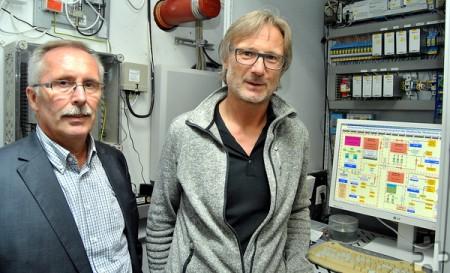 Helmut Schmitz (li.) und Jörg Nußbaum, die beiden Verantwortlichen der Mechernicher Stadtwerke, berichten über zahlreiche Maßnahmen zum Hochwasserschutz im Stadtgebiet Mechernich. Foto: Renate Hotse/pp/Agentur ProfiPress