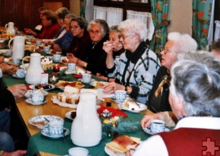 Das gesellige Beisammensein bei Kaffee und Kuchen gehörte natürlich ebenfalls zu den Seniorennachmittagen dazu. Foto: Privat/pp/Agentur ProfiPress