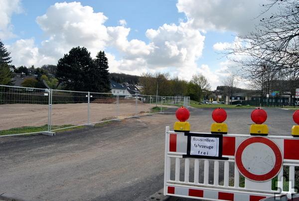 Auf dem Gelände des Mechernicher Schulzentrums, unterhalb des städtischen Gymnasiums Am Turmhof, befindet sich die Baustelle des neuen Kindergartens. Foto: Renate Hotse/pp/Agentur ProfiPress