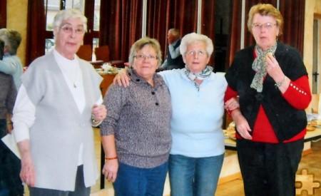 Neben Christel Springer (l.) sind Cilli Zerwas (v.r.) und Inge Siewert verbliebene Gründungsmitglieder des Senioren-Clubs. Angela Krest ist mittlerweile seit 20 Jahren dabei. Foto: Privat/pp/Agentur ProfiPress