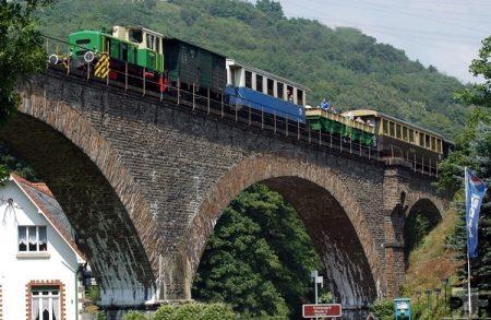"""Dampflokomotive """"11sm"""" auf der Vulkan-Expreß-Strecke"""
