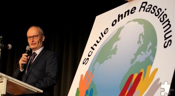 Mechernichs Bürgermeister Dr. Hans-Peter Schick war stolz auf das Projektteam und die Schülerinnen und Schüler der Gesamtschule. Foto: Thomas Schmitz/pp/Agentur ProfiPress
